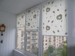 Установка рулонных штор на пластиковые окна в Курске